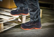 Sepatu Safety Tahan Minyak