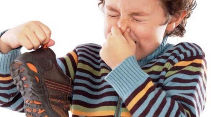 Cara Menghilangkan Bau Sepatu Yang Menyengat