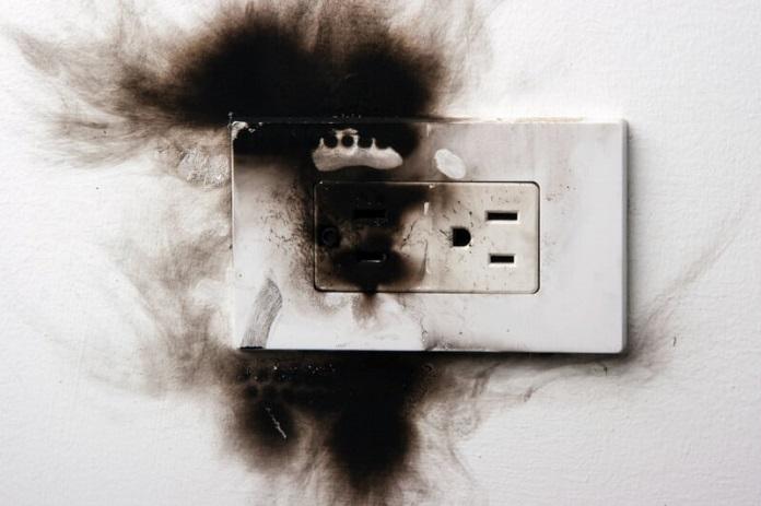 panduan hindari korsleting listrik serta kebakaran di rumah