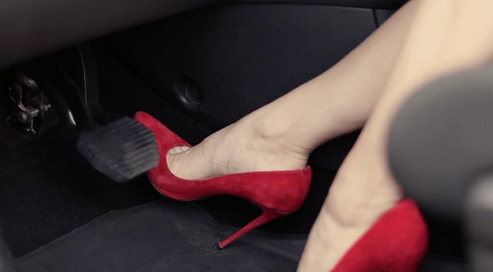 memilih sepatu mengemudi atau driving shoes